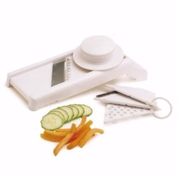 Mandoline and grater with 4 cutting blades and safety guard
