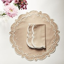 Scalloped Placemat & Napkin Set of 4 Oat, Beige/ Natural