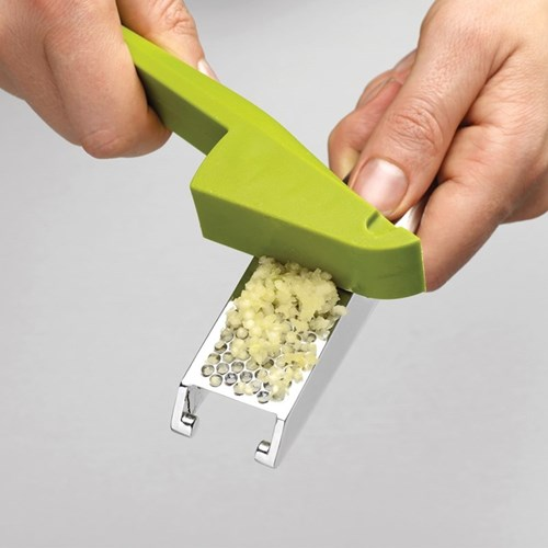 Clean Press Easy-clean garlic press, green