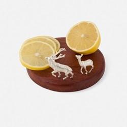 The Highland Safari Collection Lemon board, D13 x H6cm, red deer