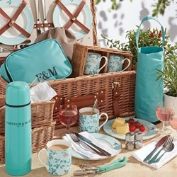 Camellia The Fortnum's 4 person hamper, H38 x W58 x D23cm